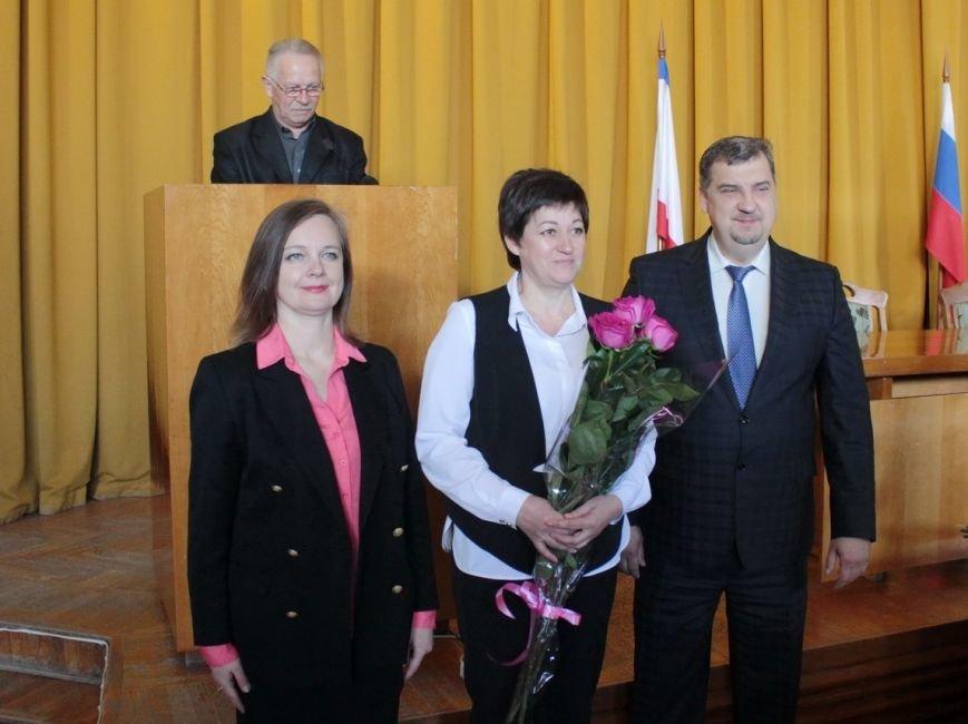 В администрации города Ялты поздравили именинников и наградили лучших ялтинцев (8)