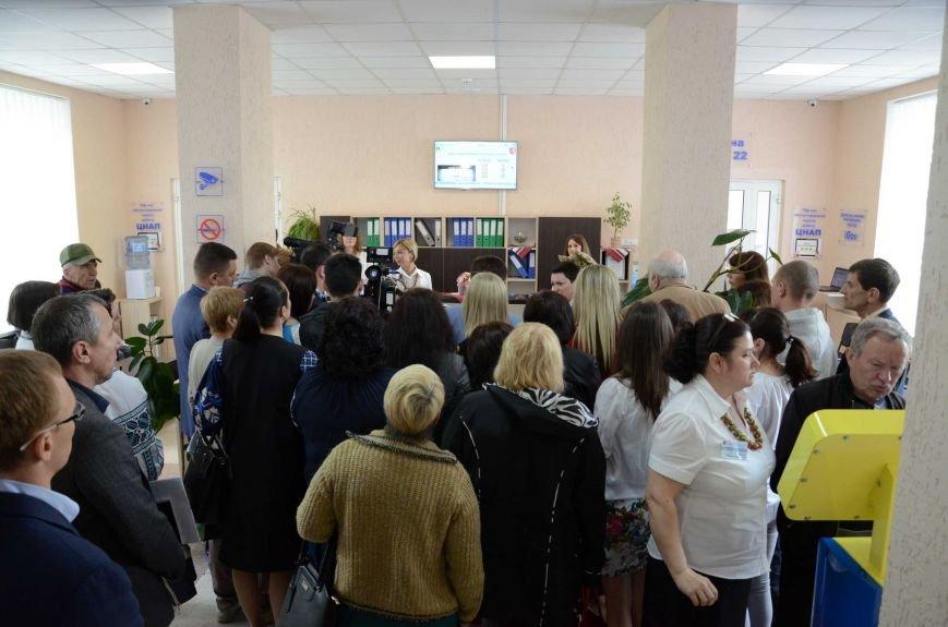 В Каменском презентовали мобильный офис ЦПАУ, фото-4