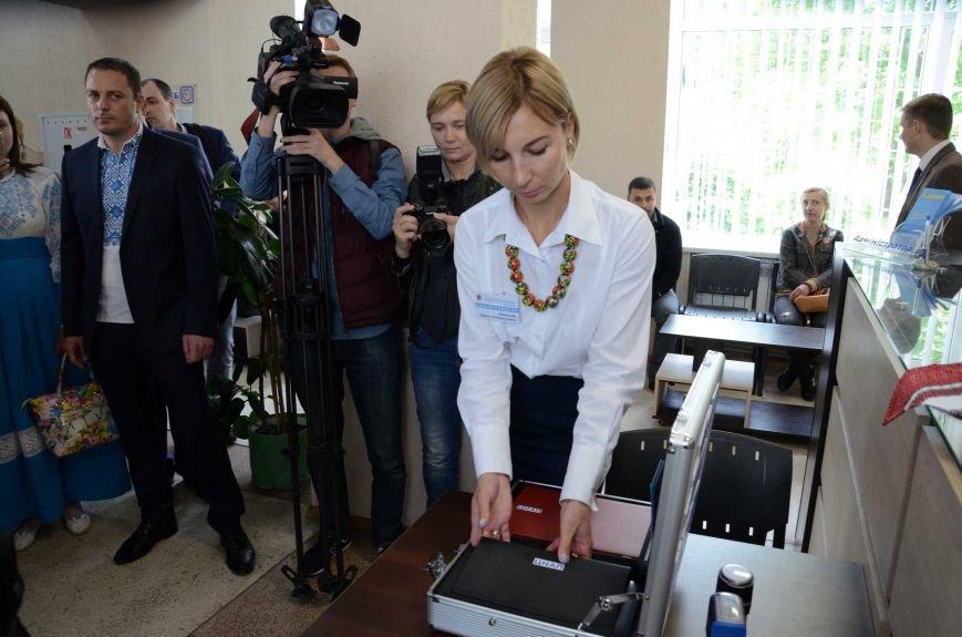 В Каменском презентовали мобильный офис ЦПАУ, фото-2