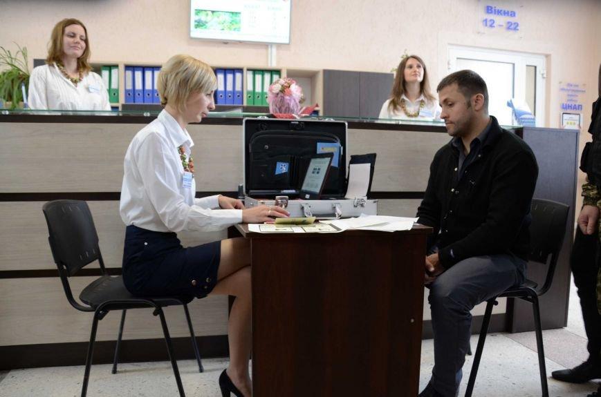В Каменском презентовали мобильный офис ЦПАУ, фото-6