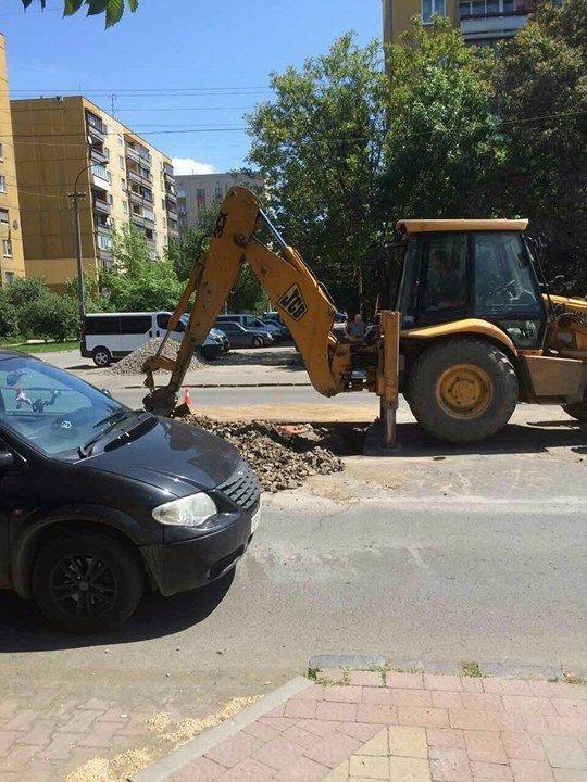 """В Ужгороді на Минайській поблизу """"Сільпо"""" розрили дорогу: фото, фото-2"""