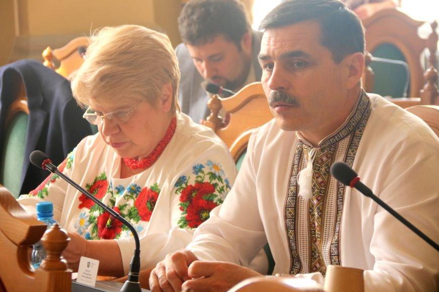 Депутати Львівської міськради прийшли на роботу у вишиванках: фоторепортаж, фото-13