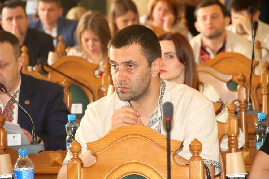 Депутати Львівської міськради прийшли на роботу у вишиванках: фоторепортаж, фото-16