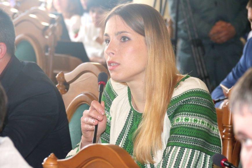 Депутати Львівської міськради прийшли на роботу у вишиванках: фоторепортаж, фото-11