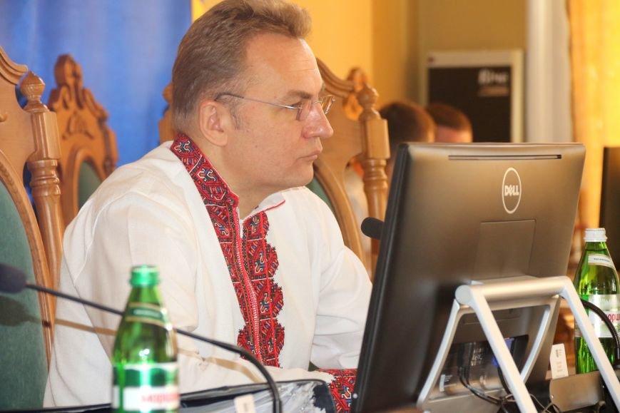 Депутати Львівської міськради прийшли на роботу у вишиванках: фоторепортаж, фото-17