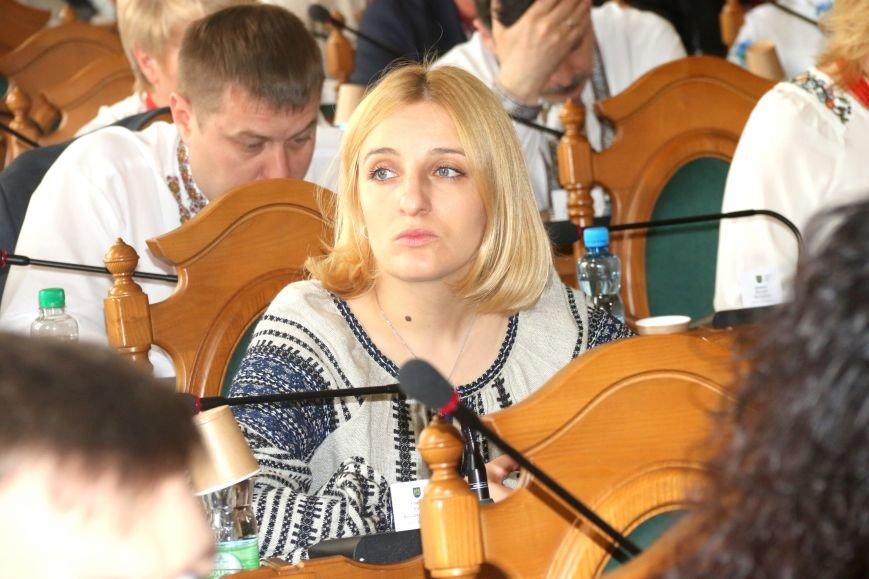 Депутати Львівської міськради прийшли на роботу у вишиванках: фоторепортаж, фото-4