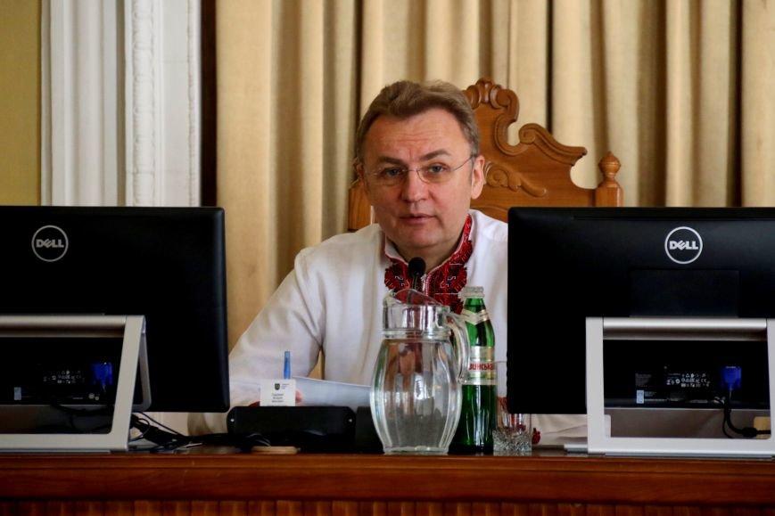 Депутати Львівської міськради прийшли на роботу у вишиванках: фоторепортаж, фото-1