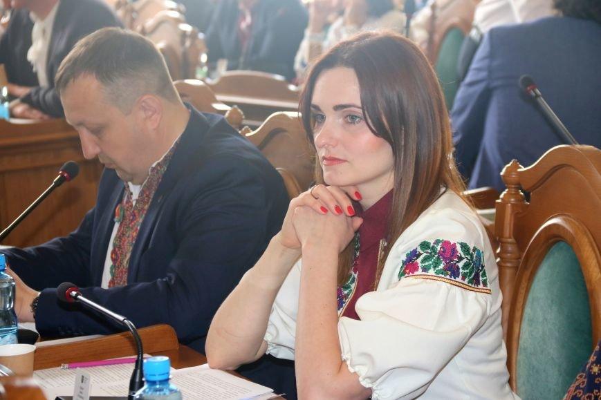 Депутати Львівської міськради прийшли на роботу у вишиванках: фоторепортаж, фото-7