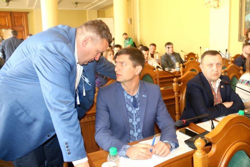 Депутати Львівської міськради прийшли на роботу у вишиванках: фоторепортаж, фото-12