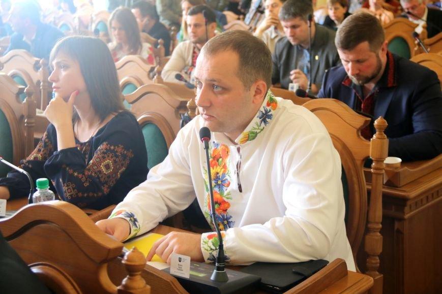 Депутати Львівської міськради прийшли на роботу у вишиванках: фоторепортаж, фото-6