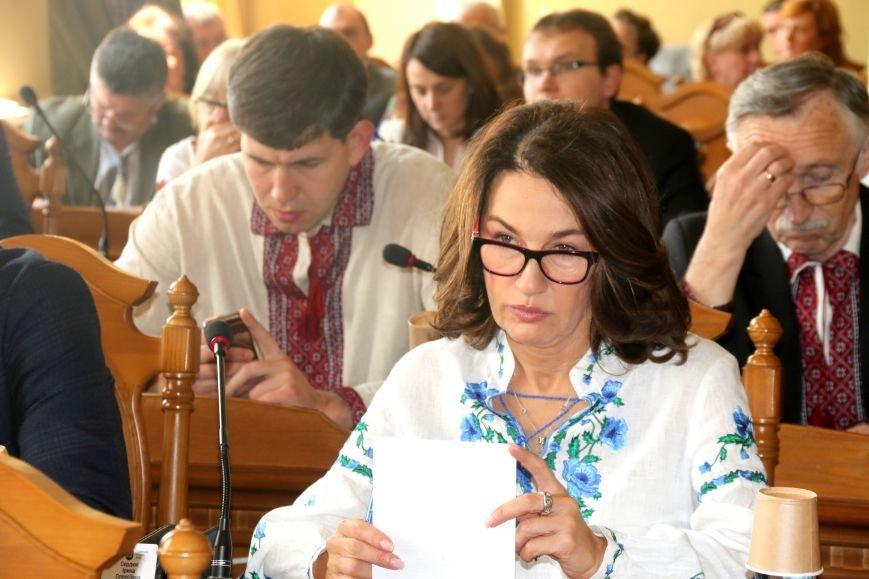 Депутати Львівської міськради прийшли на роботу у вишиванках: фоторепортаж, фото-2