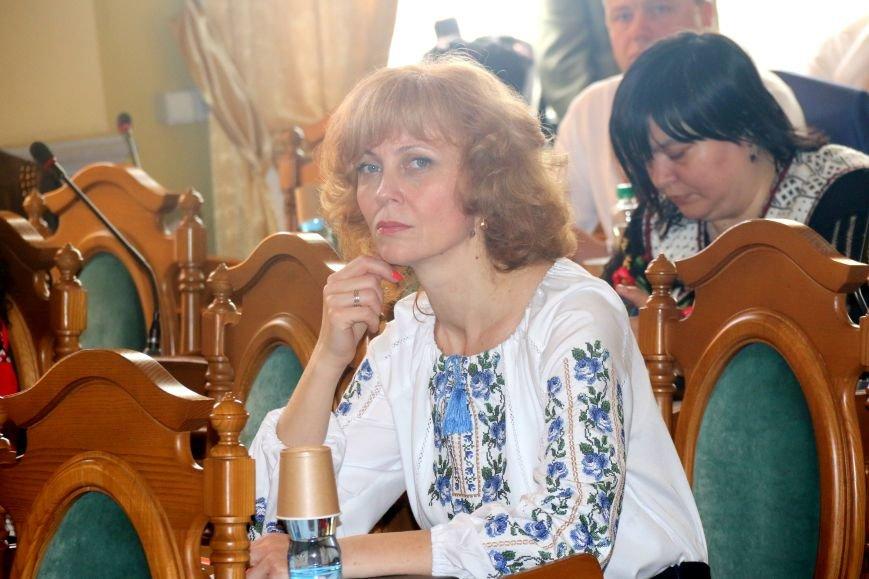 Депутати Львівської міськради прийшли на роботу у вишиванках: фоторепортаж, фото-15