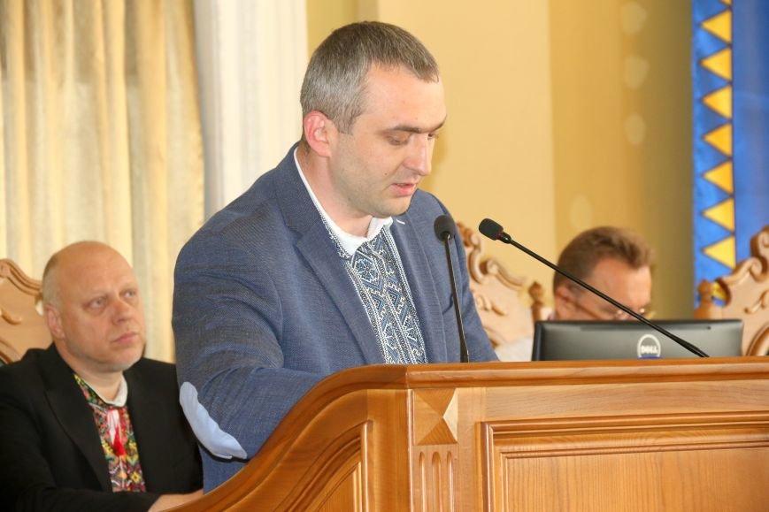 Депутати Львівської міськради прийшли на роботу у вишиванках: фоторепортаж, фото-9
