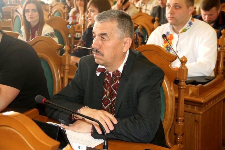 Депутати Львівської міськради прийшли на роботу у вишиванках: фоторепортаж, фото-8