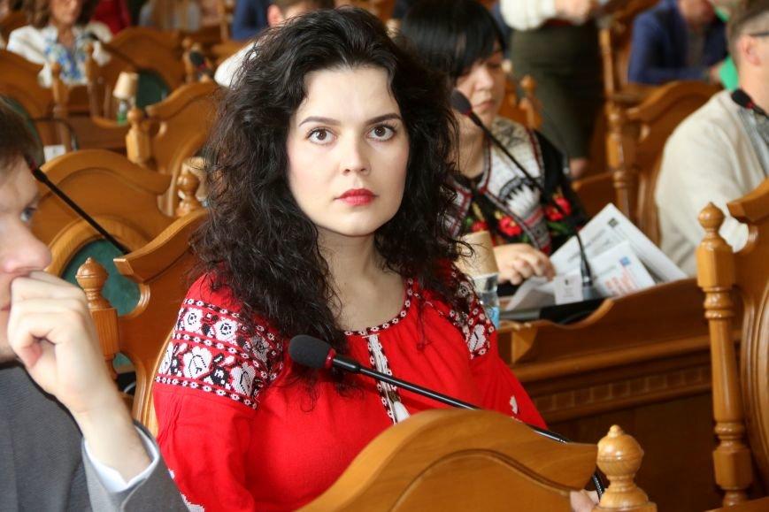 Депутати Львівської міськради прийшли на роботу у вишиванках: фоторепортаж, фото-3