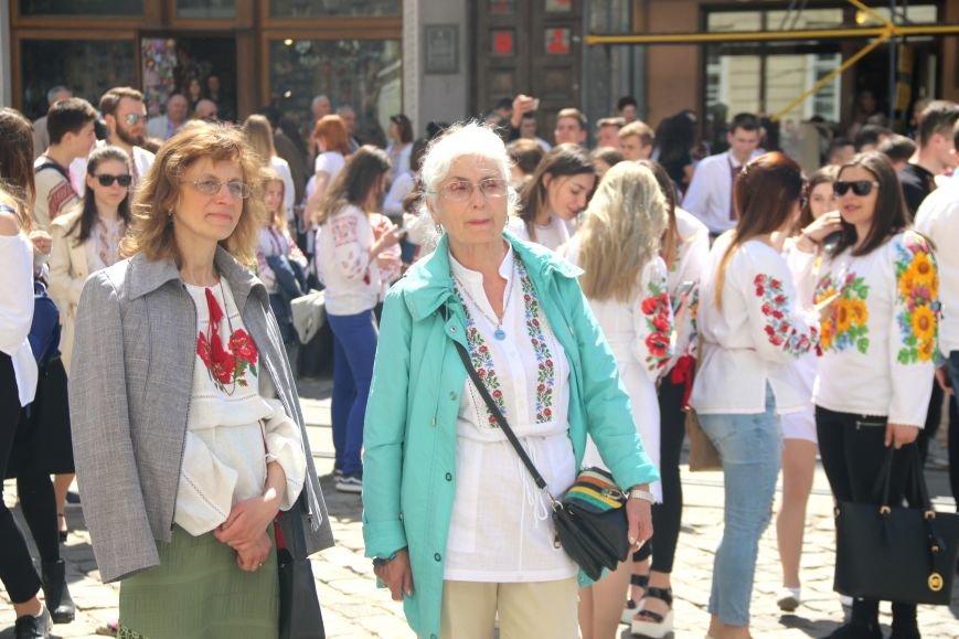 У Львові відбувся масштабний парад вишиванок: фоторепортаж, фото-2