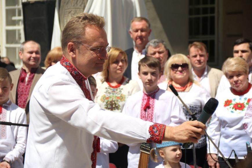 У Львові відбувся масштабний парад вишиванок: фоторепортаж, фото-8