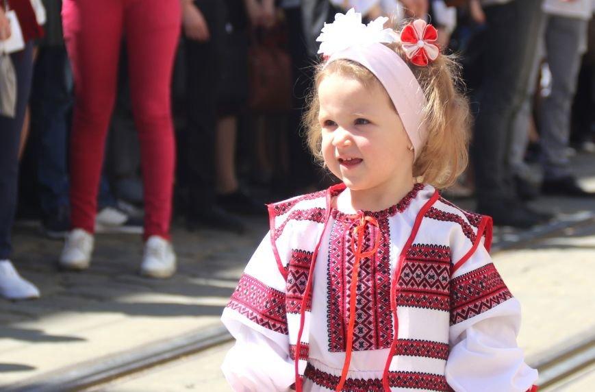 У Львові відбувся масштабний парад вишиванок: фоторепортаж, фото-7