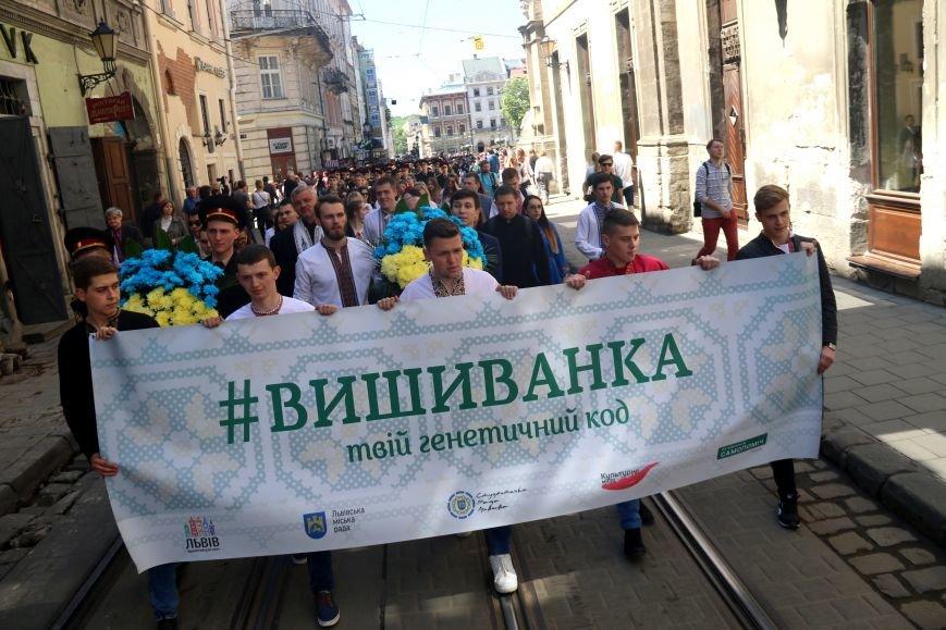 У Львові відбувся масштабний парад вишиванок: фоторепортаж, фото-11