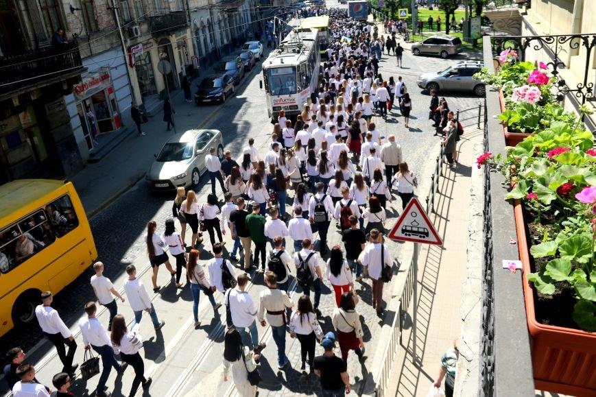 У Львові відбувся масштабний парад вишиванок: фоторепортаж, фото-13