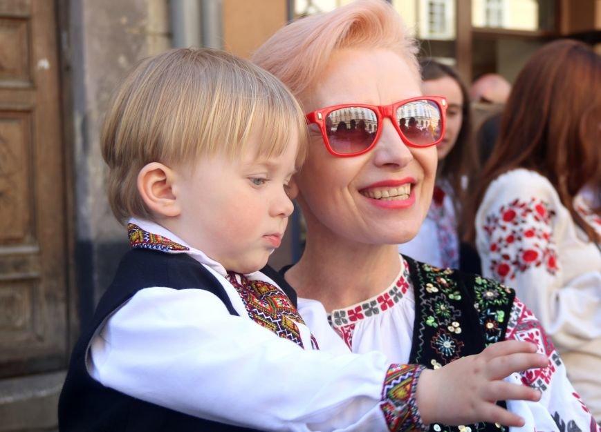 У Львові відбувся масштабний парад вишиванок: фоторепортаж, фото-3