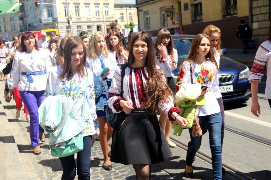 У Львові відбувся масштабний парад вишиванок: фоторепортаж, фото-14