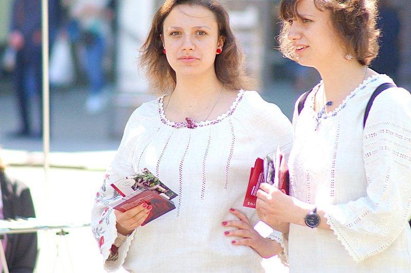 Одесситы необычно нарядились в честь Дня вышиванок (ФОТО), фото-6