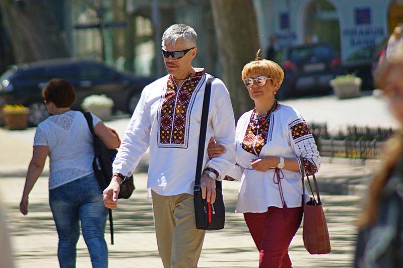 Одесситы необычно нарядились в честь Дня вышиванок (ФОТО), фото-1