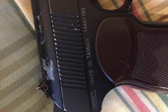 У Берегові затримали 23-річного злочинця, який погрожував пістолетом 7 підліткам: фото, фото-3