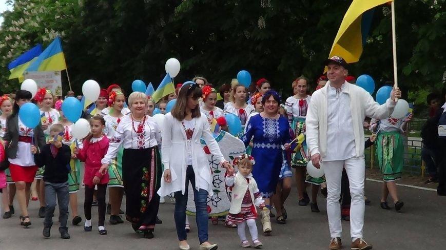 Жители греческих поселков собрались в Мангуше на парад в вышиванках (ФОТО), фото-5