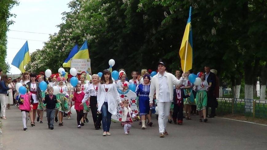 Жители греческих поселков собрались в Мангуше на парад в вышиванках (ФОТО), фото-1