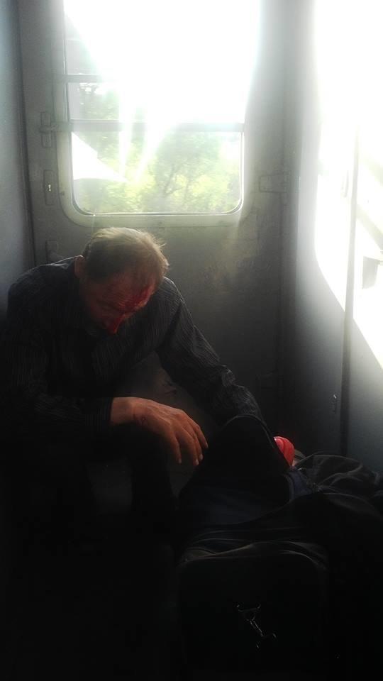 """У потязі """"Ужгород-Київ"""" бiля Сваляви чоловiк пробив головою вiкно у тамбурi: фото, фото-1"""