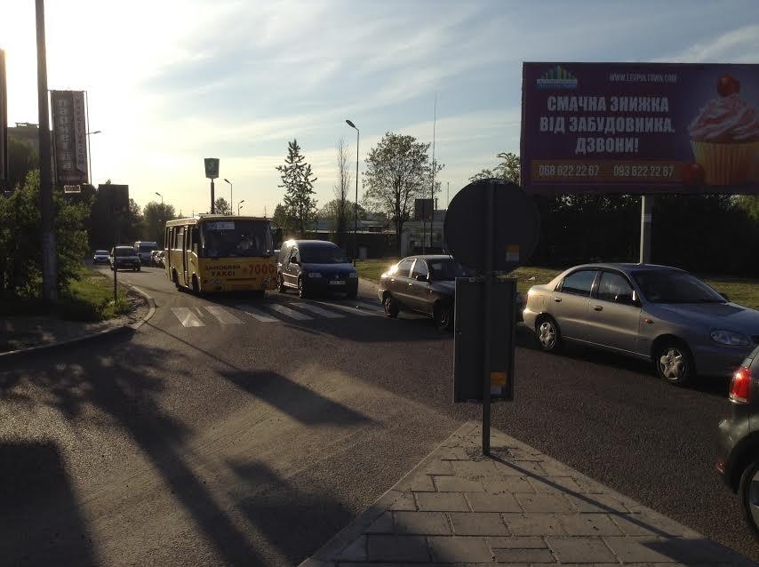 Ситуація на дорогах Львова: на Сихові ускладнено рух транспорту через незначну ДТП (ФОТО), фото-2