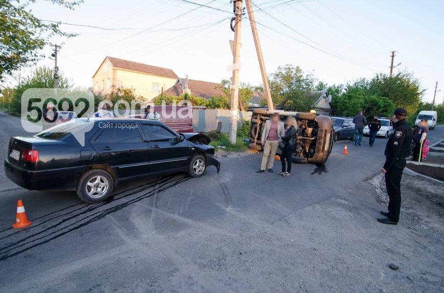 В Каменском вследствие ДТП столкнулись Fiat Doblo и Chery Amulet, фото-3