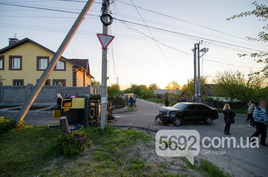 В Каменском вследствие ДТП столкнулись Fiat Doblo и Chery Amulet, фото-1