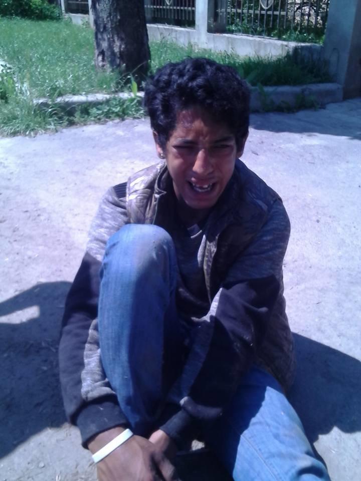 Ужгородець у соцмережах опублікував фото нахабного рома, який серед білого дня вирвав з рук у жінки сумочку, фото-1
