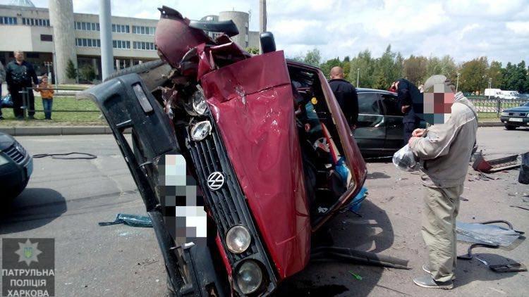 На Салтовке столкнулись четыре автомобиля: одну из машин перевернуло на бок (ФОТО), фото-1