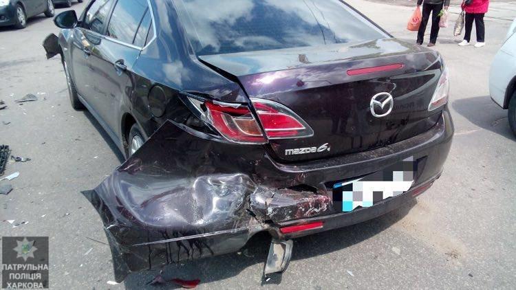 На Салтовке столкнулись четыре автомобиля: одну из машин перевернуло на бок (ФОТО), фото-3