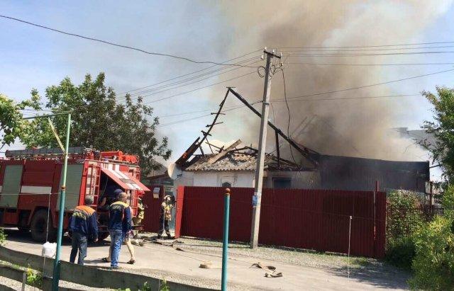 Мешканці Розівки, що неподалік Ужгорода, розповіли про пожежу у меблевому цеху: фото, фото-1