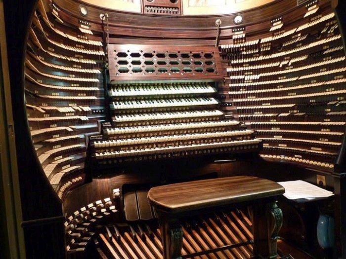 1449820029_organ-koncertnogo-zala-borduok-1