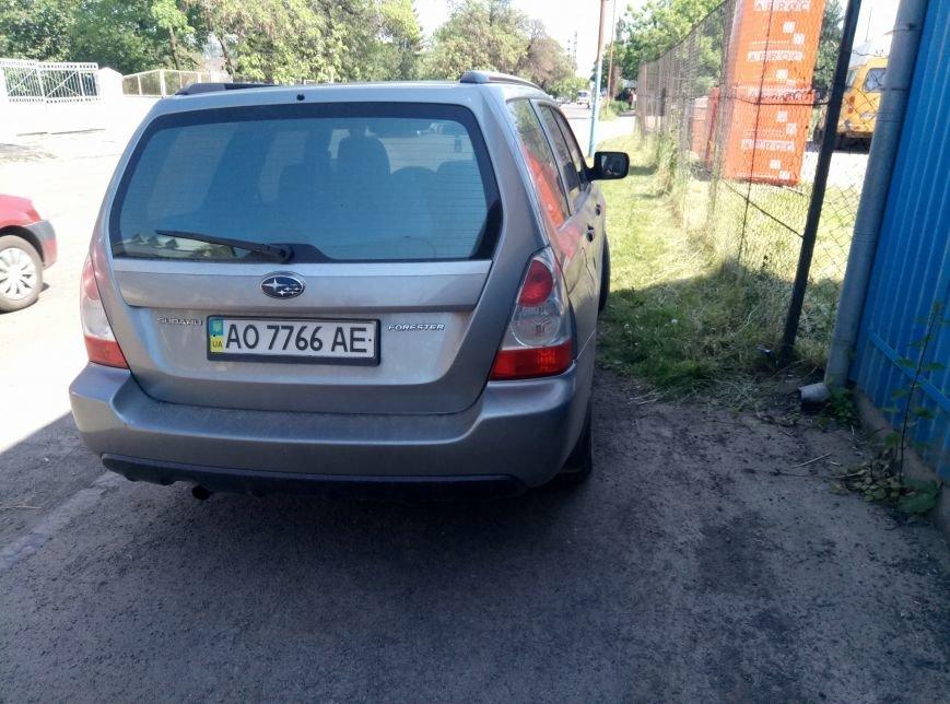 """В Ужгороді черговий горе-водій на """"Субару"""" припаркувався на пішохідній частині: фото, фото-3"""