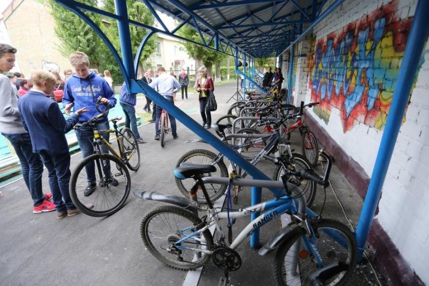 Мечты сбываются! В кременчугском лицее появилась велопарковка и станция техобслуживания (ФОТО), фото-3