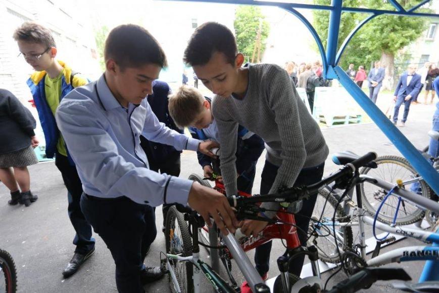 Мечты сбываются! В кременчугском лицее появилась велопарковка и станция техобслуживания (ФОТО), фото-2