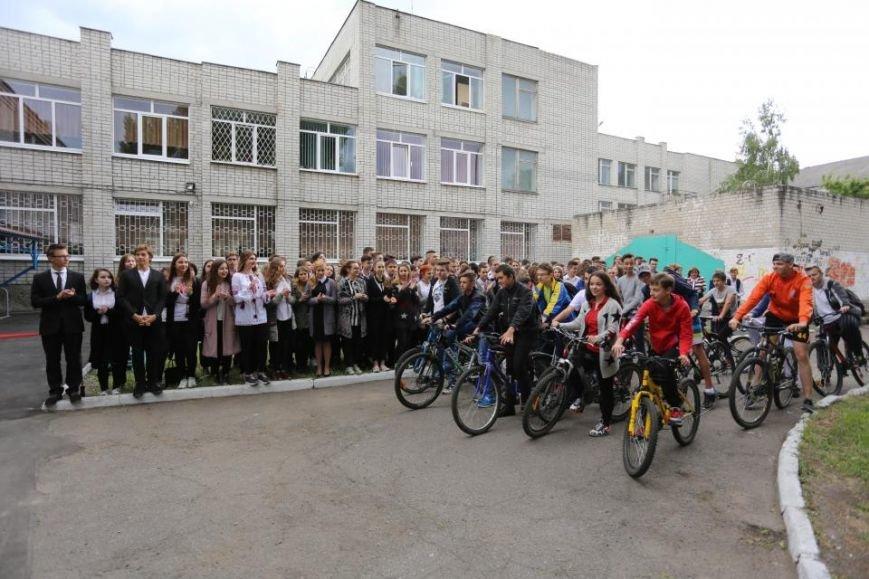 Мечты сбываются! В кременчугском лицее появилась велопарковка и станция техобслуживания (ФОТО), фото-1