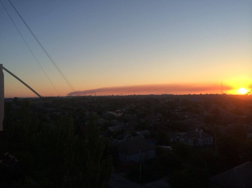 Густой шлейф на весь горизонт. Мариупольские заводы делают выбросы по ночам (ФОТО), фото-1