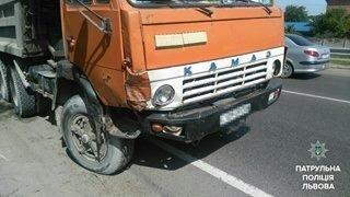 У Малехові зіткнулись легковик та вантажівка: є потерпілі (ФОТО), фото-2