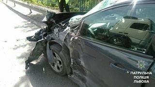 У Малехові зіткнулись легковик та вантажівка: є потерпілі (ФОТО), фото-1