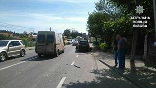 У Малехові зіткнулись легковик та вантажівка: є потерпілі (ФОТО), фото-3