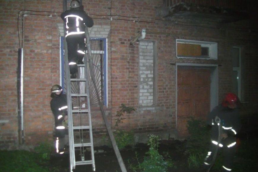 В Харькове во время пожара спасатели эвакуировали жильцов дома из окон (ФОТО), фото-2