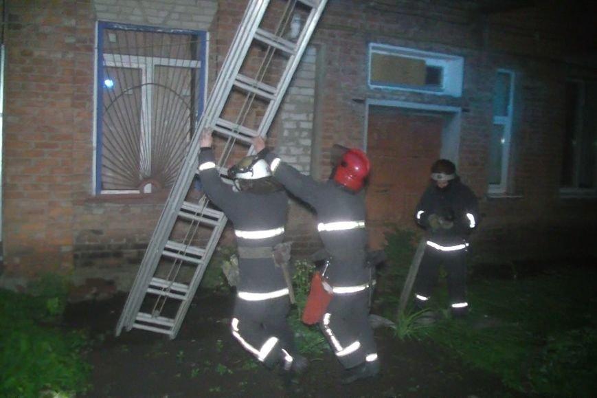 В Харькове во время пожара спасатели эвакуировали жильцов дома из окон (ФОТО), фото-1